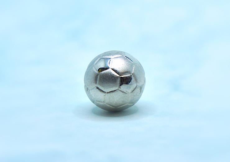 プラチナ製サッカーボール